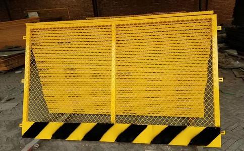 如何正确安装体育场围栏
